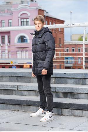 Удлиненная тепла куртка для мальчика черного цвета