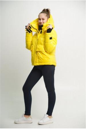 Лакированная желтая куртка
