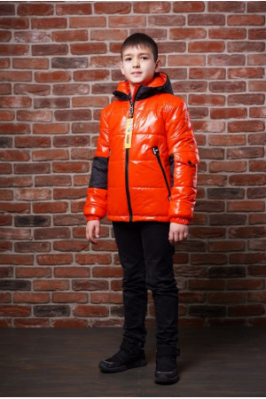 Демисезонная лаковая куртка с капюшоном