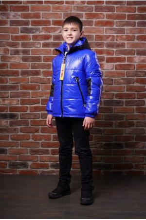 Лаковая демисезонная куртка с капюшоном