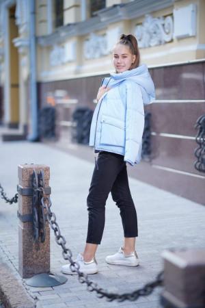 Стильная просторная куртка для девочек голубого цвета