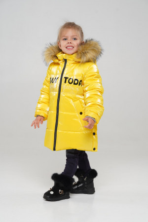 Яркая зимняя куртка для девочек желтого цвета