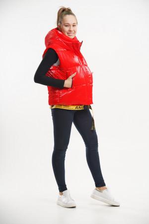 Стильный укороченный жилет красного цвета для девочек