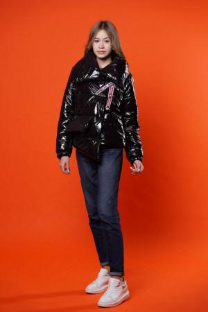 Демисезонная лаковая куртка для девочек черного цвета