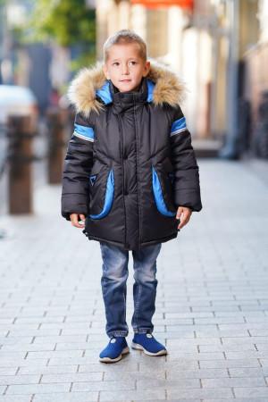 Зимняя куртка для мальчиков темного цвета с капюшоном и голубыми вставками