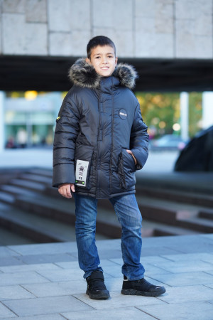 Зимняя куртка черного цвета с меховым капюшоном для мальчиков